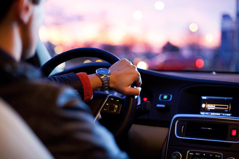Автомобиль с водителем: преимущества аренды